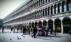 Walkiing in Venice Italy with musician - Doge Palace