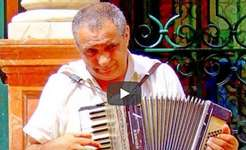 Walking in Venice Italy with musician - street musician youtube